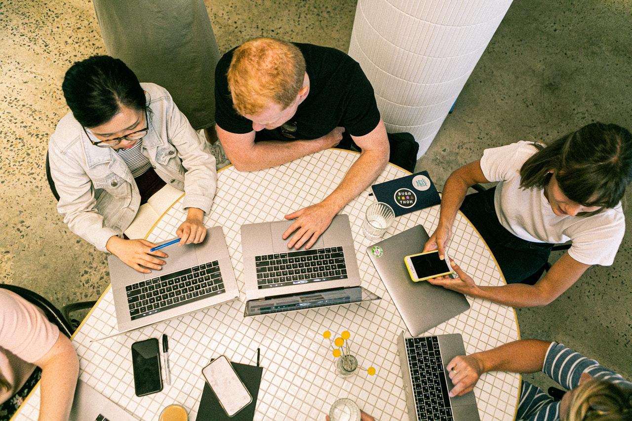 Dicas para contratar uma agência de marketing digital (Foto de Canva Studio no Pexels)